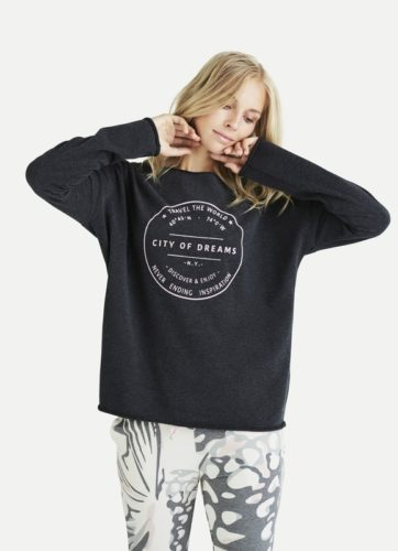 Juvia - Sweater mit Schriftzug-City of Dreams